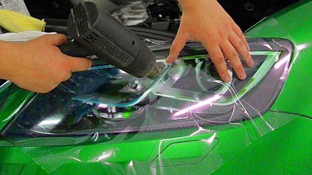 Бронирование фар своими руками: как клеить плёнку правильно