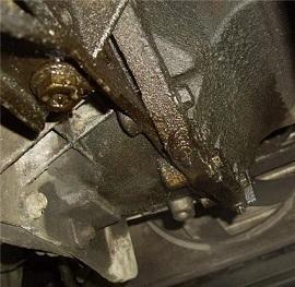Почему двигатель «жрет» масло