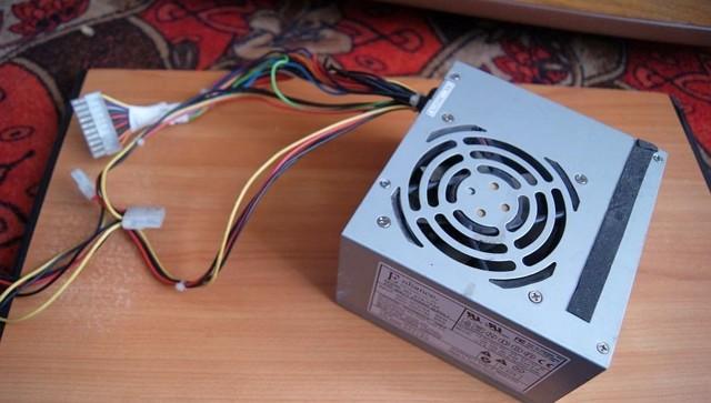 Как подключить магнитолу дома через блок питания от компьютера, к сети 220В