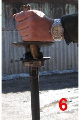 Процесс снятия запорного кольца и подшипника: