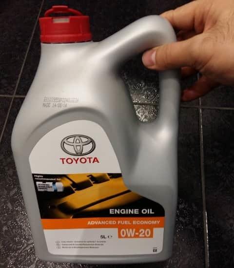 Замена масла в автомобилях Тойота Королла