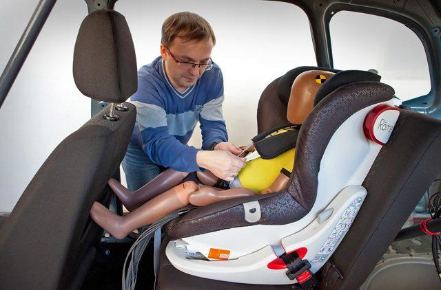 Надувное детское автокресло