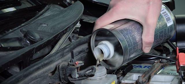 Когда нужно менять тормозную жидкость?